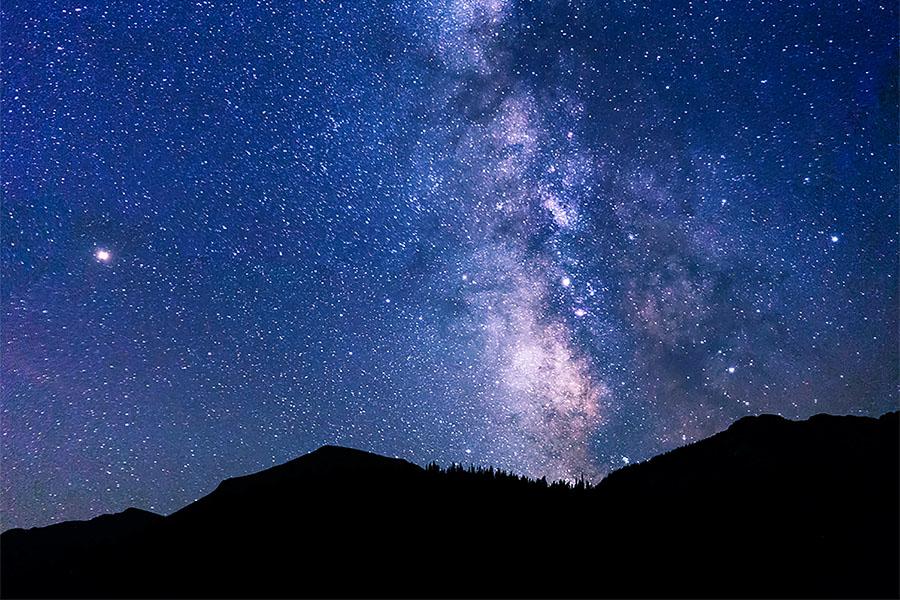 In questa notte - Poesia di Franco Bottalo | Notte lunga e stellata, distanza, ricordo delle sere passate insieme, condivisione